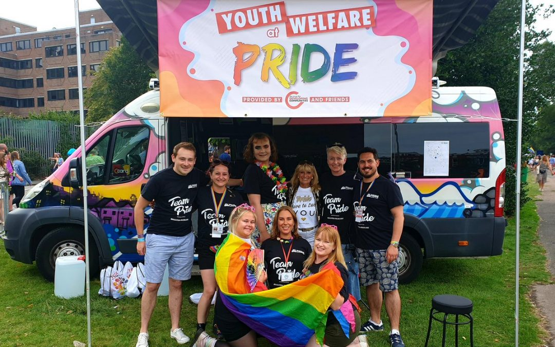 So great to have worked with this amazing team of youthworkers today ensuring teens at #BrightonPride2019 were having fun safely. And lovely for @Woodingdean_Dee to drop by too! @TrustDevCom @HKP_Infopic.twitter.com/5WbmDrGzGg