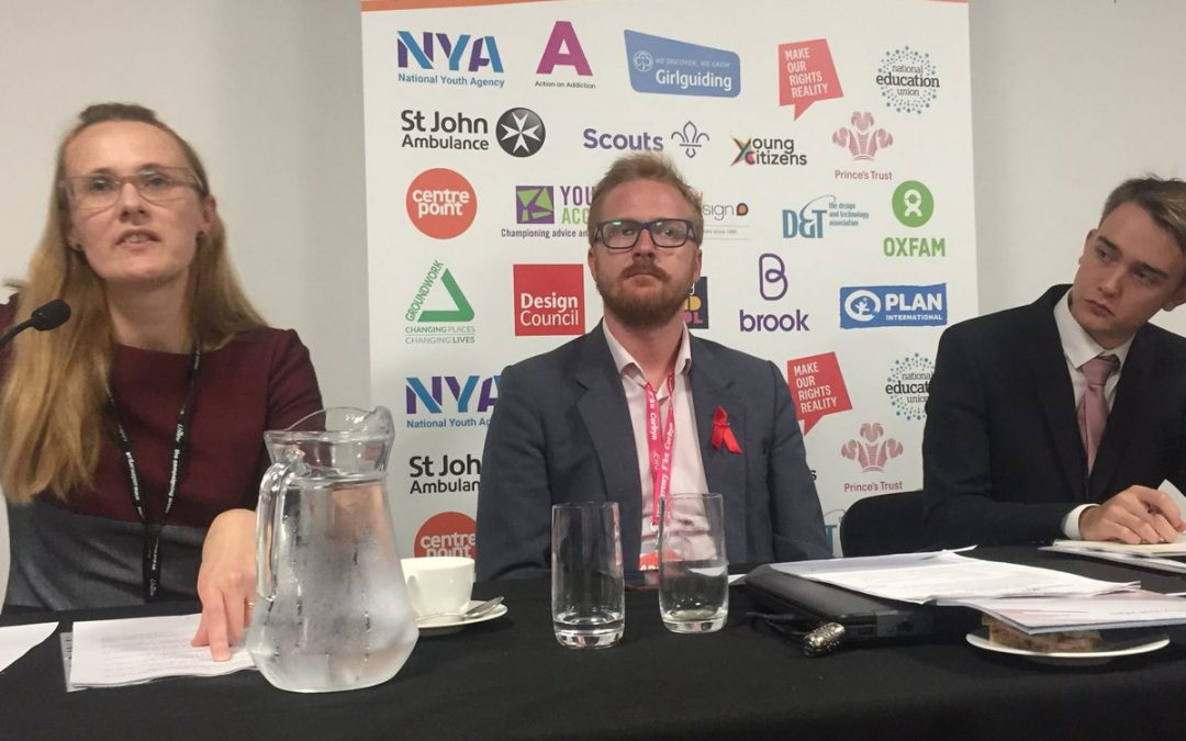 Crowdburst sessions engaging young people with politicians and party reps in an afternoon at #LabConf19 Opening on democracy & community engagement ⁦@CatSmithMP⁩ ⁦@lloyd_rm⁩ ⁦@YoungCitizensUK⁩ Jack Felvus #youthzone #YZ19pic.twitter.com/wHc2fxWW8L